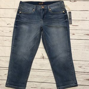 NWT Seven7 Size 8 Girlfriend Roll Crop Jeans
